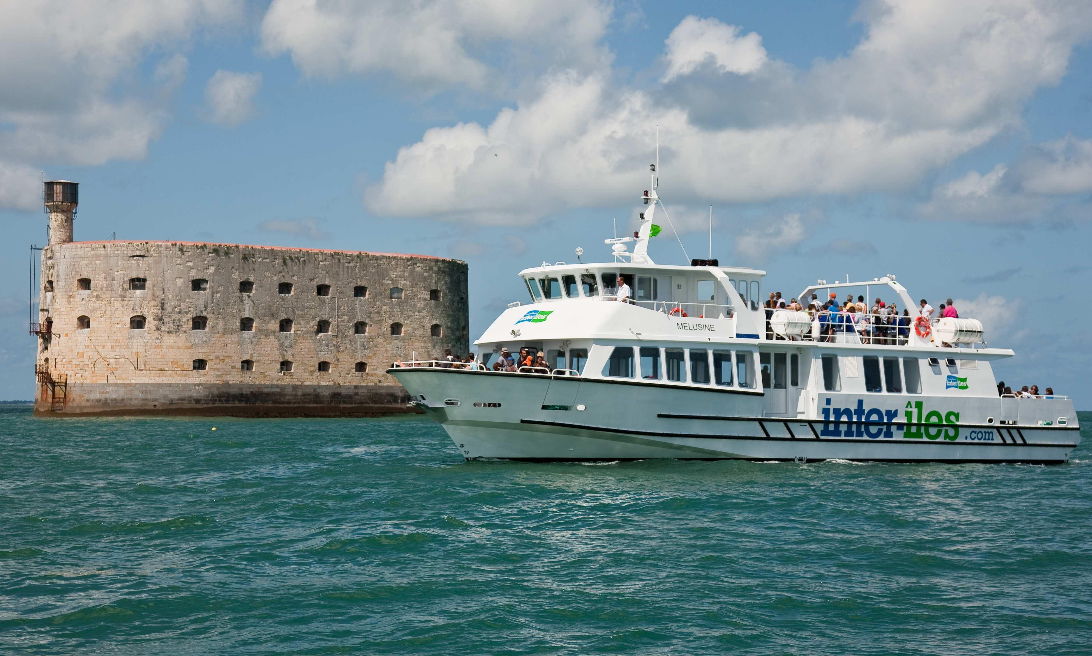 Navire à passagers près de Fort-Boyard. Photo Inter-Iles - Droits Réservés.