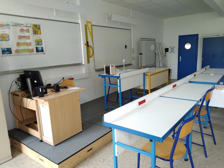 Le laboratoire de Sciences-Physiques et Chimie. Photo LMA La Rochelle.