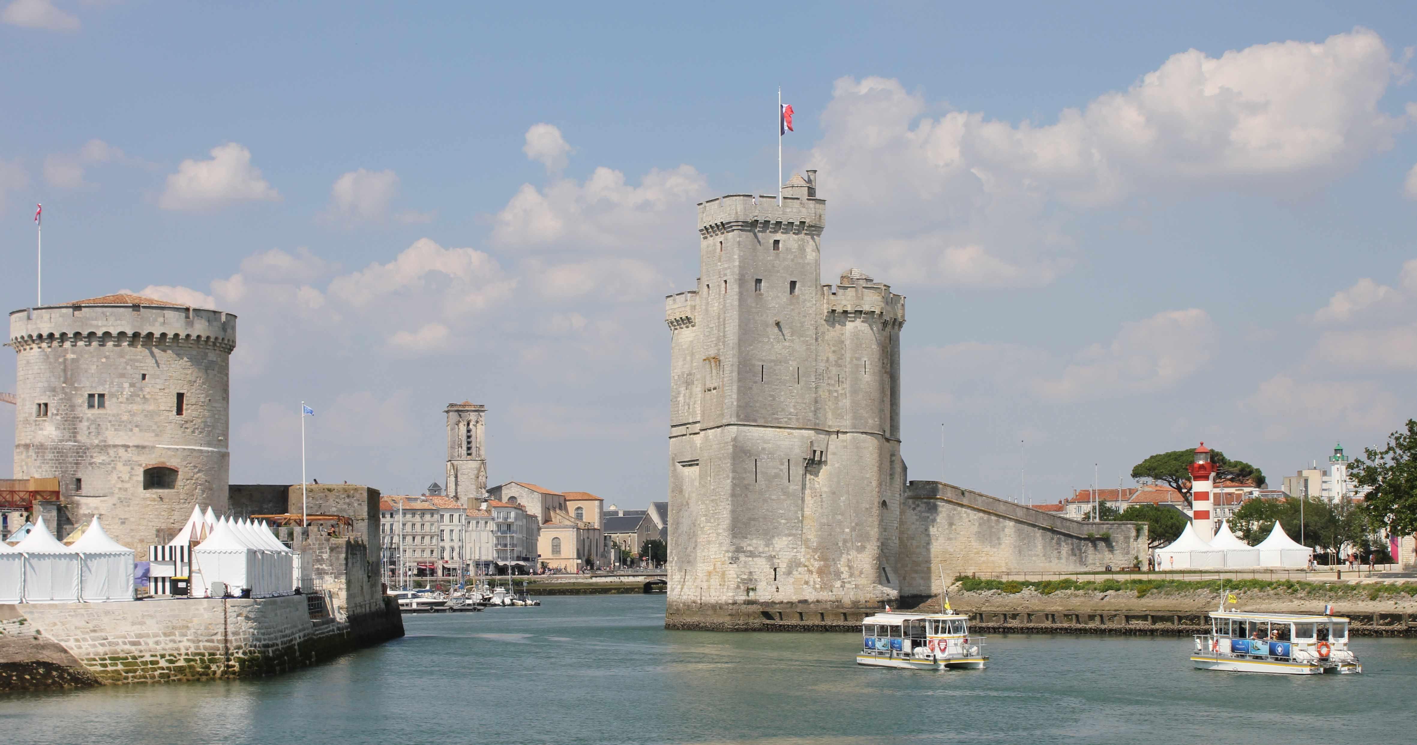 L'entrée du vieux port de La Rochelle.