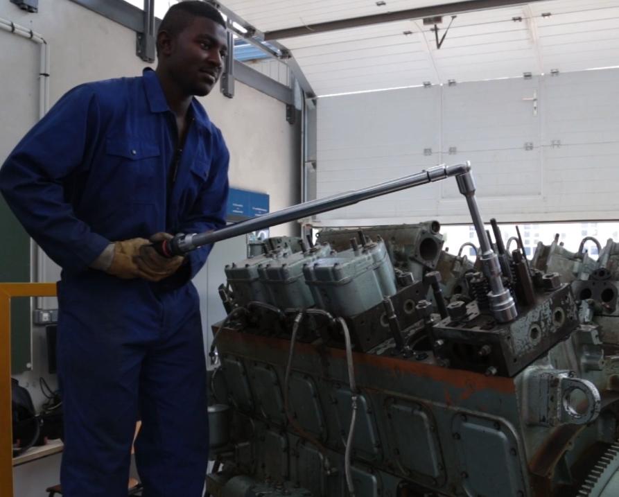 Maintenance Diesel à l'atelier pédagogique du LMA de La Rochelle.