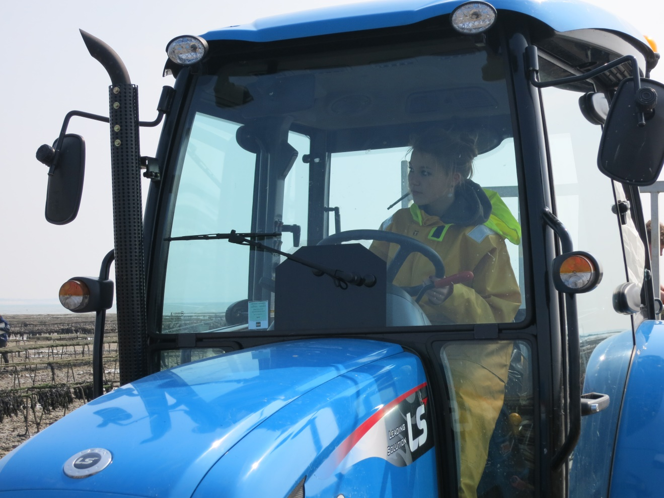 Apprentissage de la conduite du tracteur - Photo LMA La Rochelle.